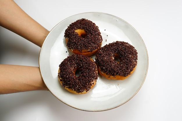Donut met witte geïsoleerde achtergrond