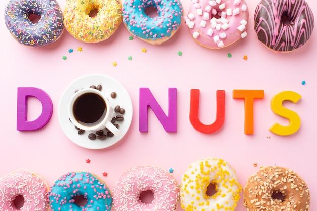 Donuts concept in bovenaanzicht