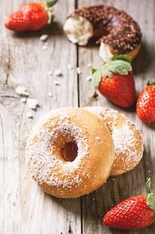 Donuts met verse aardbeien