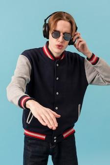 Door met koptelefoons te mixen als dj