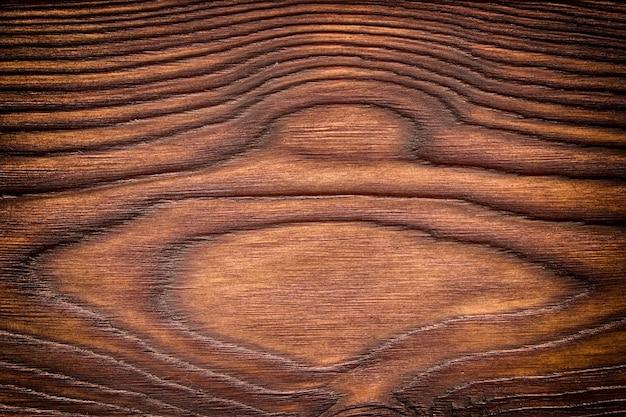 Doorstane schuur houten achtergrond met knopen. bruin oud hout