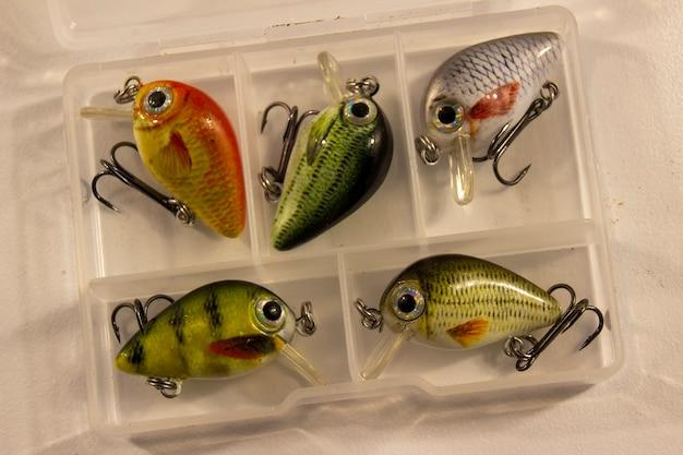 Doos met kleine visserswobblers.