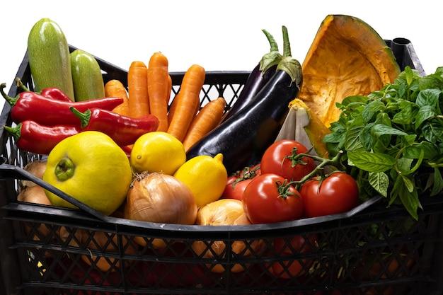 Doos met verse biologische boerengroenten