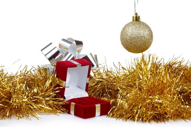 Doos voor oorbellen als een kerstcadeau