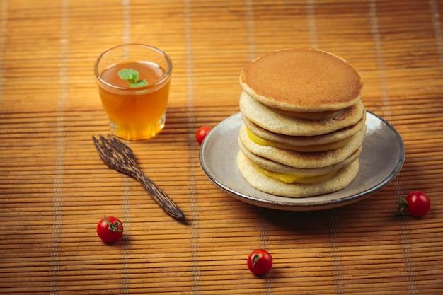 Dorayaki pannenkoeken gevuld met vanille japans eten.