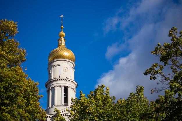 Dormition cathedral in het centrum van kharkiv