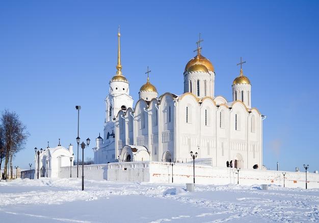 Dormition kathedraal in vladimir in de winter