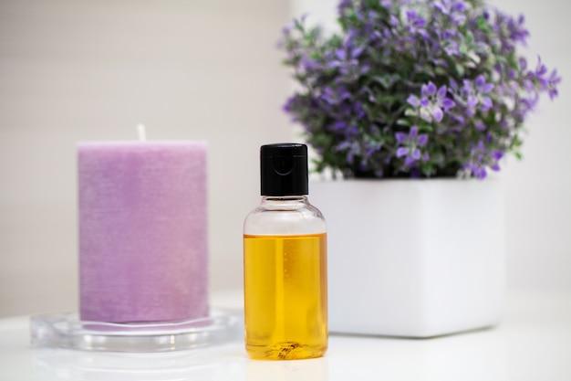 Douche benodigdheden. samenstelling cosmetische producten van spa-behandeling.