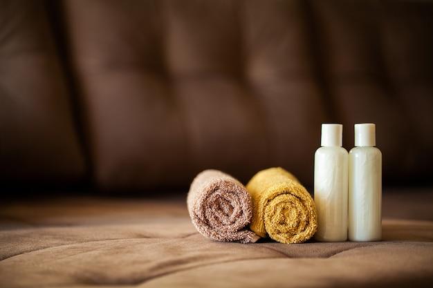 Douche benodigdheden. samenstelling cosmetische producten van spabehandeling.