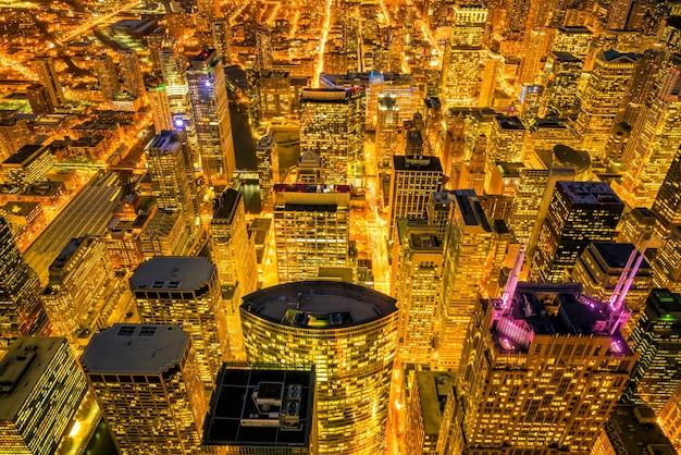 Downtown skyline van chicago vanaf bovenaanzicht in de vs 's nachts