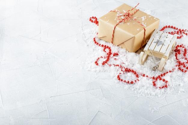 Dozen met kerstcadeaus.