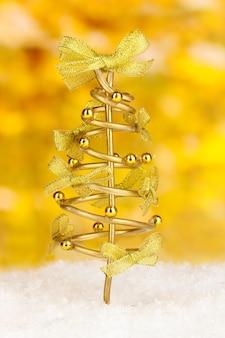 Draad kerstboom op lichte achtergrond bright