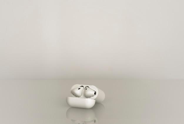 Draadloze koptelefoon met een oplaaddoos op grijze achtergrond met reflectie in het glas