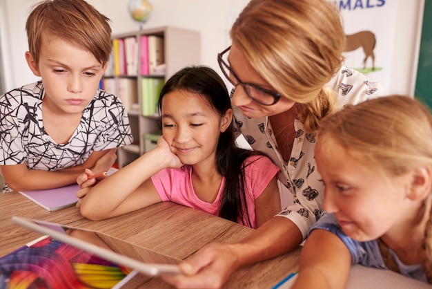 Draadloze technologie die kinderen helpt bij het leren