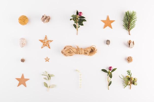 Draden tussen verzameling verschillende decoraties