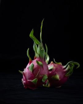 Dragon fruit op donker