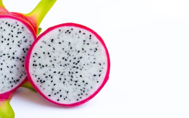 Dragon fruit, pitaya geïsoleerd op wit.