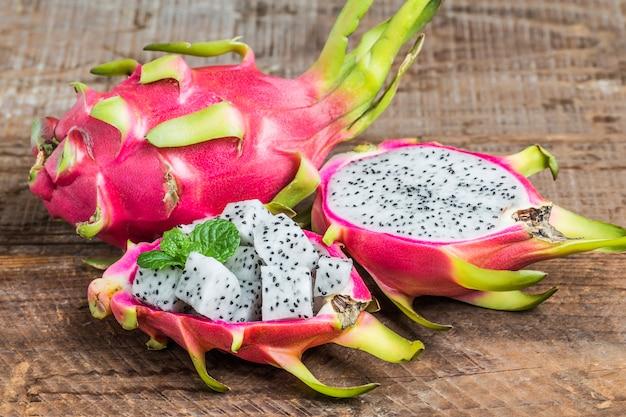 Dragon fruit voor het dessert, pitaya