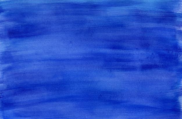 Dramatische diep donkerblauwe gestreepte getextureerde nacht cloudscape of water natte aquarel achtergrond