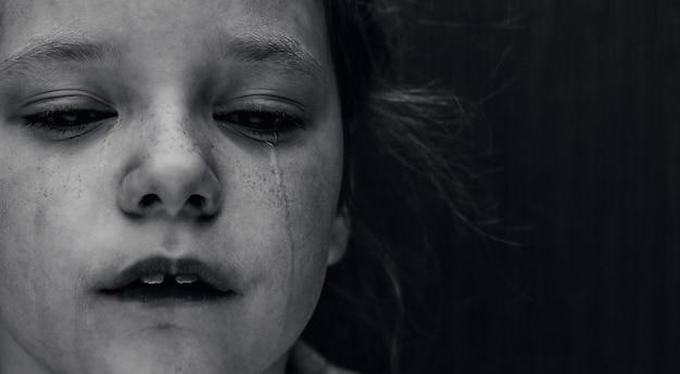 Dramatische foto van een huilend kind