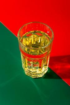 Drankglasopstelling onder hoge hoek