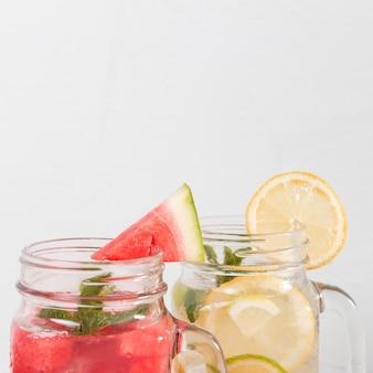 Drankjes met citroen en watermeloen