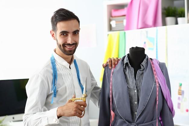 Dressmaking concept kledingstuk creëren of renoveren