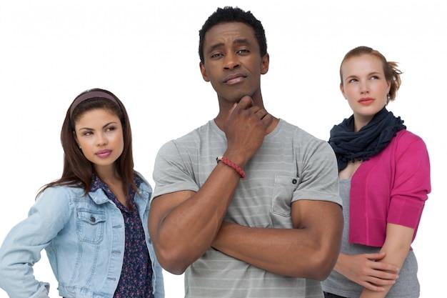 Drie doordachte jonge mensen
