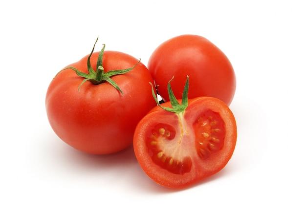 Drie geïsoleerde tomaten