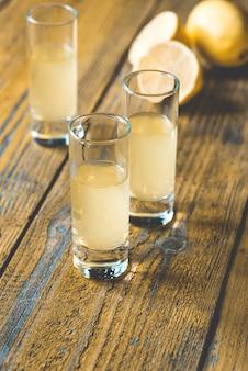 Drie glazen limoncello