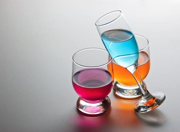 Drie glazen met drankjes