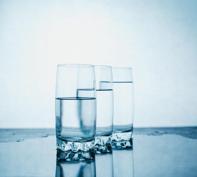 Drie glazen water