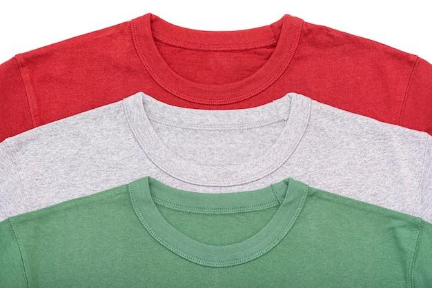 Drie kleuren t-shirts, rood, grijs, groen t-shirt, lay-out, bovenaanzicht