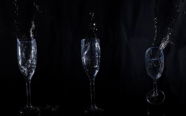 Drie kristallen glazen met water