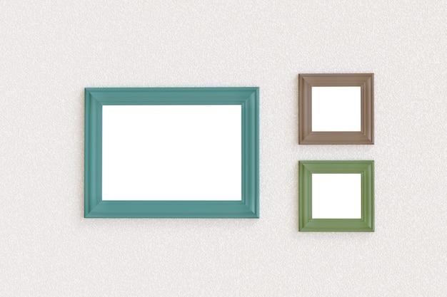 Drie lege afbeeldingsframes die aan een muur hangen.