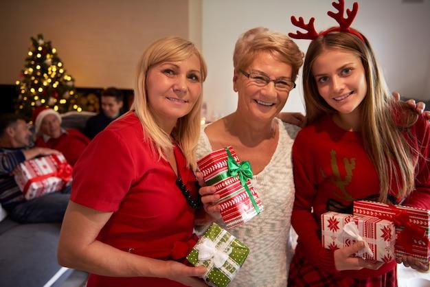 Drie mooie vrouwen op één foto