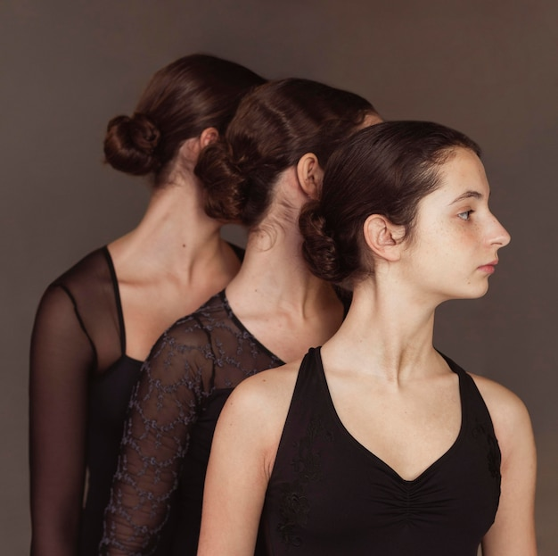 Drie professionele balletdansers in maillots