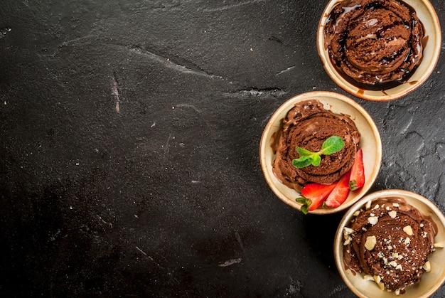 Drie soorten chocolade-ijs