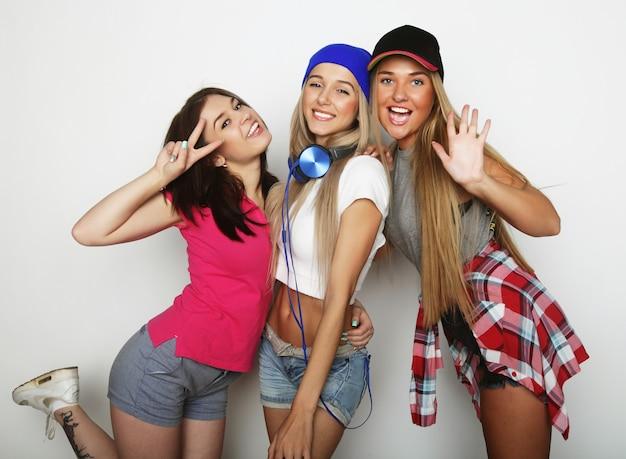 Drie stijlvolle sexy hipster meisjes beste vrienden.