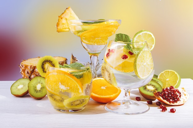 Drie verfrissende fruitcocktails met fruit