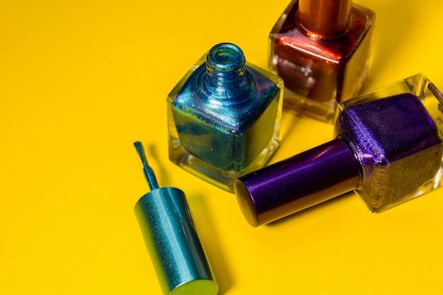 Drie verschillende soorten geverfde nagels