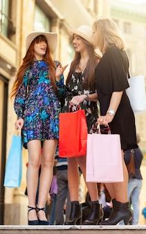 Drie vrienden gaan winkelen