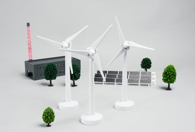 Drie windturbines en zonnepaneel