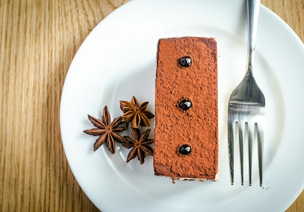 Drievoudige chocolademoussecake