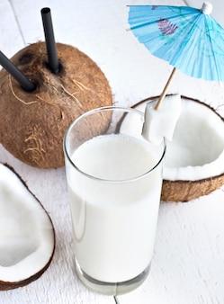Drink met melk en kokosnoot