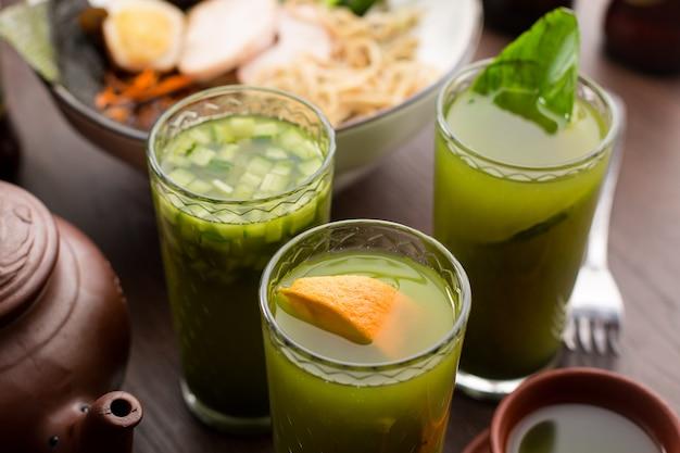 Drink theematch met sinaasappel in een restaurant