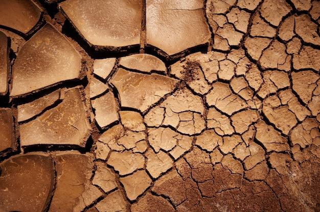 Droge gebarsten aarde textuur