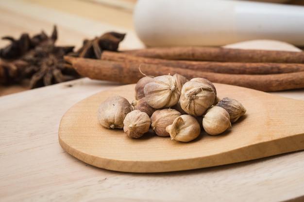 Droge kruidenverzameling set mix van droog plantenzaad kruiden voor alternatieve natuurgeneesmiddelen