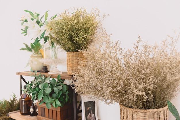 Droge plant en bloem huisdecoratie vintage kleurtoon