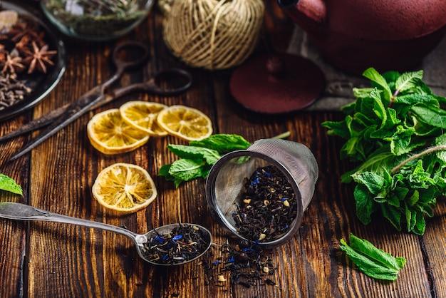 Droge thee met munt en citroen